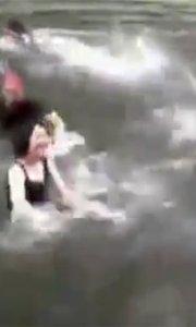 尬舞团跳进臭水河狂扭PK