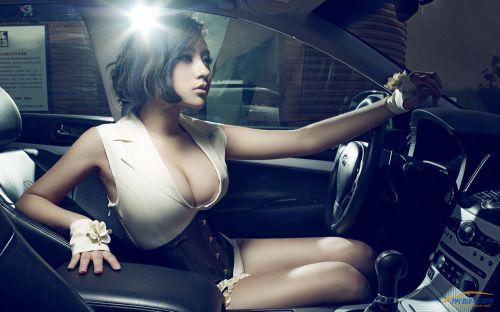 听说性感的女人与超级豪车更配哦
