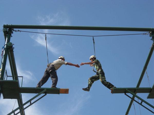 背摔 拓展训练项目:雷阵取水 拓展训练项目:孤岛求生 拓展训练项目