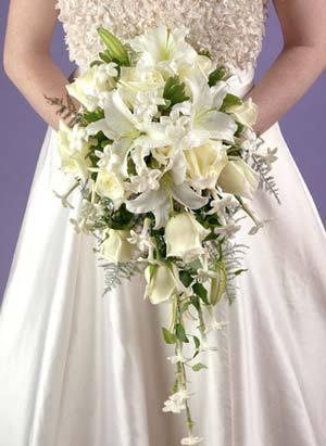 这样就完成了新娘手捧花的个体了,按照自己的意愿再多做一些,捆扎起来
