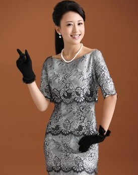 毕业于中国传媒大学播音与主持专业的张蕾,容貌端庄秀丽,主持风格亲切