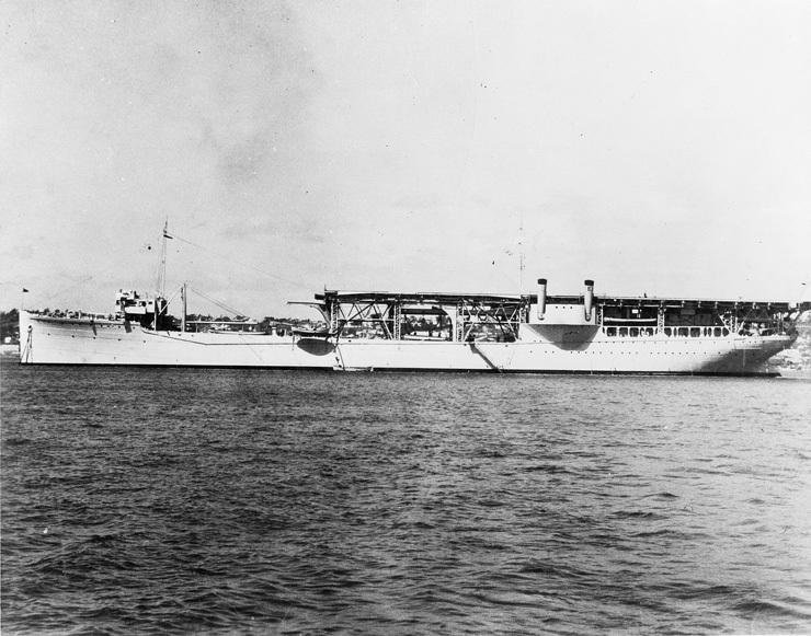 美国兰利号航空母舰