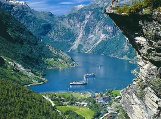 丰富的海洋资源,使挪威的渔业生产得到大幅增长.