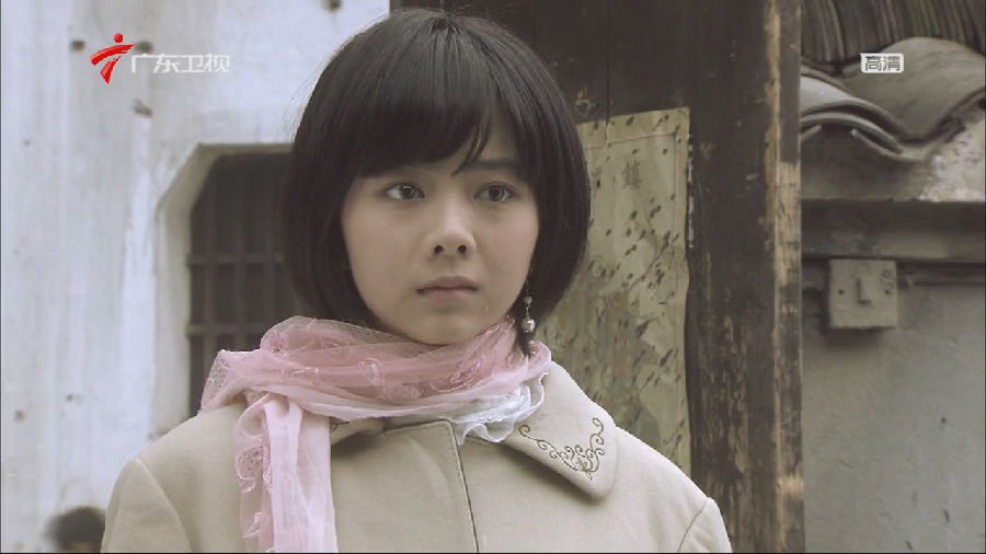 """谭松韵在《民国警花》中扮演了一位名叫""""伍月""""的警花"""